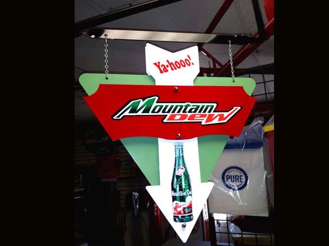 46 00 Ya Hooo Mountain Dew W Bottle Hanging Arrow Sign In Green Re